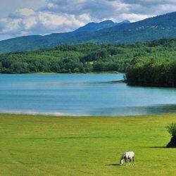 10 λόγοι να αγαπήσεις κι εσύ τη Λίμνη Πλαστήρα