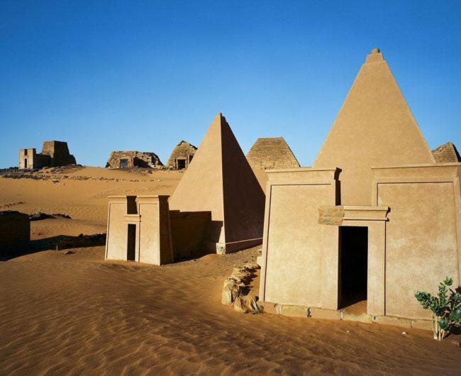 Οι Ξεχασμένες Πυραμίδες Nubian της Menroe