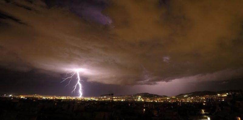 Η καταιγίδα που έπληξε την Αθήνα σε ένα εντυπωσιακό timelapse βίντεο