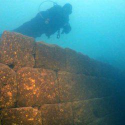 Κάστρο 3.000 ετών ήταν «κρυμμένο» στον βυθό της λίμνης Βαν στην Τουρκία