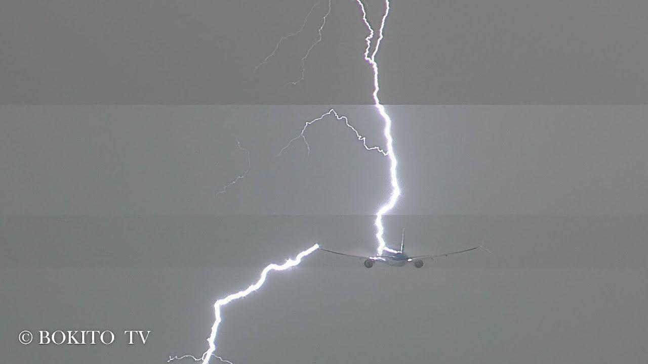 Κεραυνός χτυπά ένα Boeing 777 που μόλις έχει απογειωθεί!
