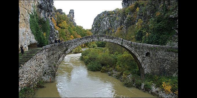 Το γεφύρι του Κόκκορου, κοντά στους Κήπους