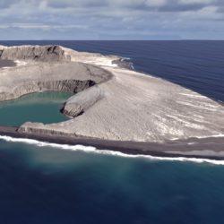 Το νεότερο νησί της γης είναι μόλις... τριών χρόνων – και μπορεί να τριανταρίσει!