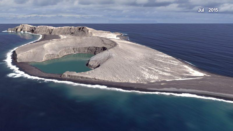 Το νεότερο νησί της γης είναι μόλις… τριών χρόνων – και μπορεί να τριανταρίσει!
