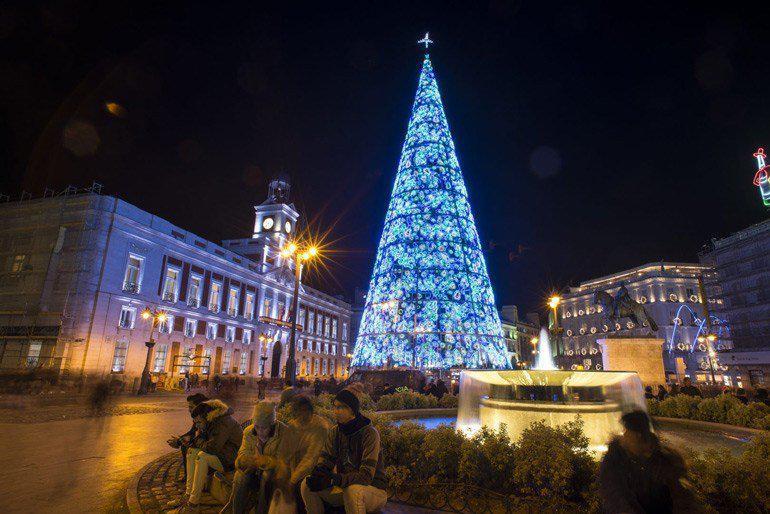 10 από τα πιο εντυπωσιακά χριστουγεννιάτικα δέντρα του 2017