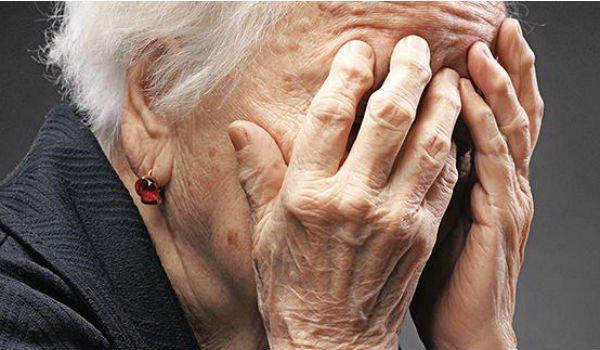 Πάτρα: 66χρονη πέταξε κυριολεκτικά από το μπαλκόνι 41.600 ευρώ