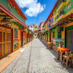 Guatapé: Ονειρικό ταξίδι στην πιο χρωματιστή πόλη της Κολομβίας μέσα από μοναδικά κλικς