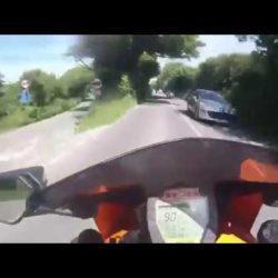 Μοτοσικλετιστής εκτοξεύεται στον αέρα μπαίνοντας με 190χλμ σε στροφή