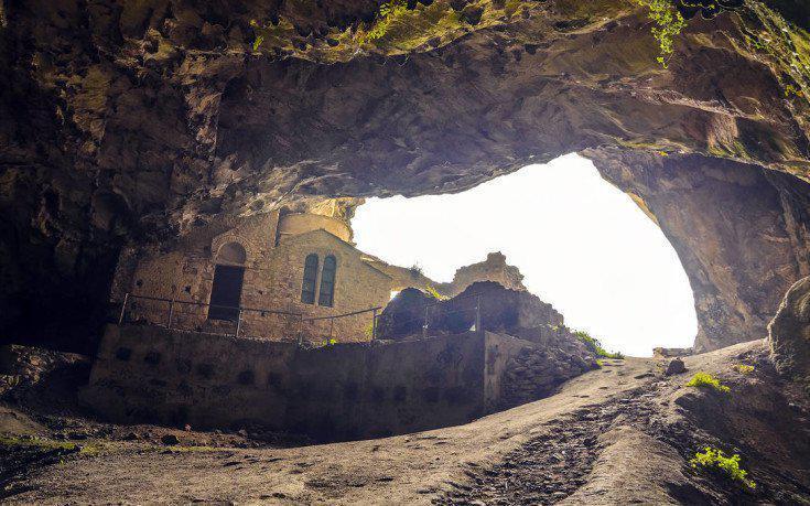 Η σπηλιά της Πεντέλης που συνδέθηκε με έναν διαβόητο λήσταρχο