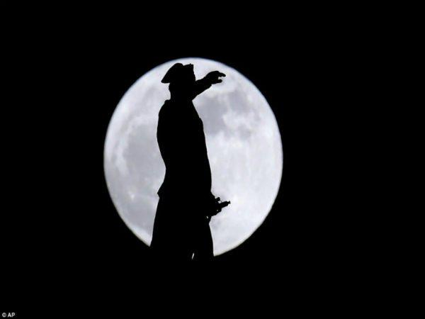 Σούπερ Σελήνη 2018: Δείτε μαγευτικές εικόνες
