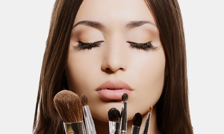 Δείτε τι γίνεται όταν δεν βγάζετε το μακιγιάζ πριν τον ύπνο!