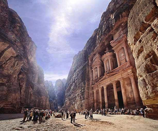 Πέτρα – Ιορδανία: Η πόλη που σμίλεψαν οι Ναβαταίοι στους βράχους