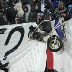 Πέρασαν μηχανάκι στην κερκίδα οπαδοί του ΠΑΟΚ! (pics)