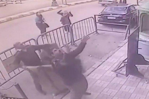 Hero of the day: Αστυνομικός πιάνει στον αέρα παιδάκι που πέφτει από τον τρίτο όροφο (ΒΙΝΤΕΟ)