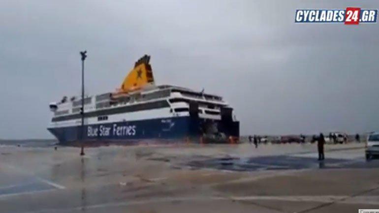 «Μάχη» με τα φυσικά φαινόμενα δίνει το Blue Star Delos για να δέσει στο λιμάνι της Τήνου