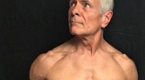 Άνδρας με απίστευτα γυμνασμένο κορμί διατηρεί τον τίτλο του πιο γυμνασμένου 68χρονου (ΦΩΤΟ – ΒΙΝΤΕΟ)