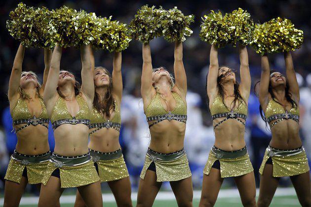 Αυτή η cheerleader απολύθηκε γιατί ανέβασε μια φωτογραφία με μαγιό.