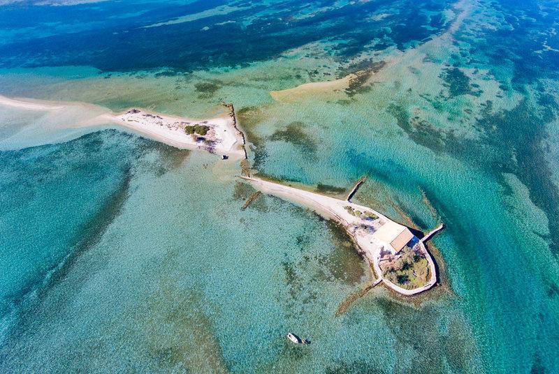 Το επίπεδο παραδεισένιο ελληνικό νησί που είναι όλο παραλία! Δείτε το από ψηλά