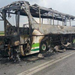 Λεωφορείο κάηκε ολοσχερώς μετά από χτύπημα κεραυνού στον Έβρο