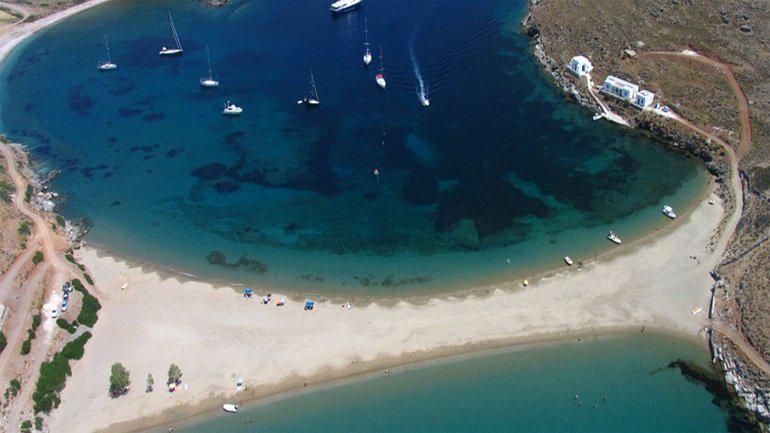 Κύθνος: Το πανέμορφο νησί με τα ασπρισμένα σοκάκια
