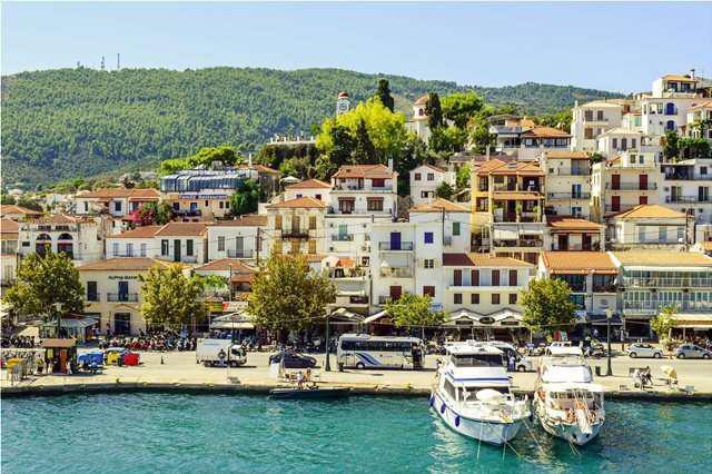 Οι Ελληνες αγαπούν τη Χώρα της Σκιάθου, οι ξένοι τη Χώρα της Μυκόνου