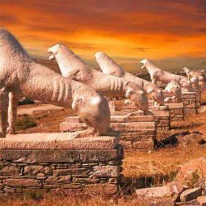 Δήλος: Εκτυφλωτική ομορφιά στο ιερό νησί με τους αμύθητους αρχαίους θησαυρούς