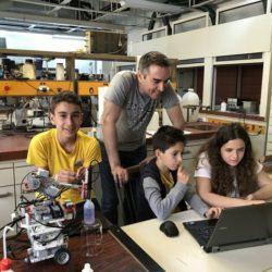 Τρεις έφηβοι θα εκπροσωπήσουν την Ελλάδα στην Ολυμπιάδα Ρομποτικής στην Ταϋλάνδη