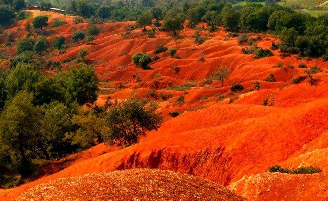 Ένα απόκοσμο κόκκινο τοπίο στην Ελλάδα!