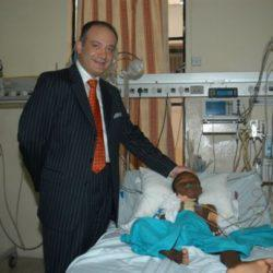 Έχει χειρουργήσει δωρεάν 14.000 παιδιά – Είναι ο γιατρός των φτωχών παιδιών, Αυξέντιος Καλαγκός