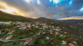 Κρεμαστή Λακωνίας :Το χωριό που κρέμεται ανάμεσα στα βουνά