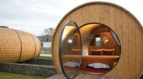 Ξενοδοχείο με κοιτώνες γιγάντια βαρέλια κρασιού