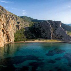 Λιμνοπούλα Αιτωλοακαρνανίας: Μία από τις ομορφότερες παραλίες με υπέροχη αμμουδιά & κρυστάλλινα νερά