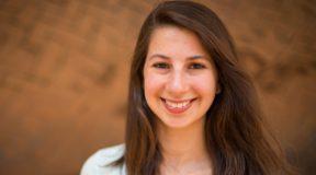 Katie Βouman: Η γυναίκα που κρύβεται πίσω από την απεικόνιση της μαύρης τρύπας