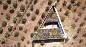 Το Τρίγωνο Σπίτι στα Μέγαρα που στηρίζεται στο Πυθαγόρειο θεώρημα!