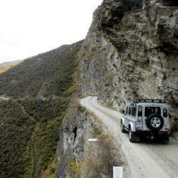 Στο χείλος του γκρεμού: Στον πιο όμορφο και επικίνδυνο δρόμο της Ελλάδας οδηγείς μόνο με δική σου ευθύνη
