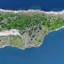 Όχι, δεν είναι η Κύπρος από ψηλά αλλά το δίδυμο… αδερφάκι της και βρίσκεται στην Ελλάδα