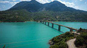 Ένα υπέροχο σκηνικό στη μεγαλύτερη τεχνητή λίμνη της Ελλάδας