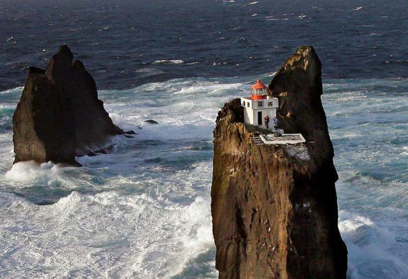 Þrídrangaviti: Ο πιο απομονωμένος φάρος βρίσκεται στην Ισλανδία και προκαλεί δέος (Φωτογραφίες)