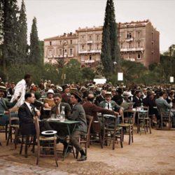 Καφενείο στο Σύνταγμα το 1926....η φωτογραφια που κανει τον γυρο του κοσμου