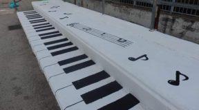 Ξάνθη: Πραγματικά Υπέροχο! Μετέτρεψαν Κερκίδα Σχολείου σε… Πιάνο