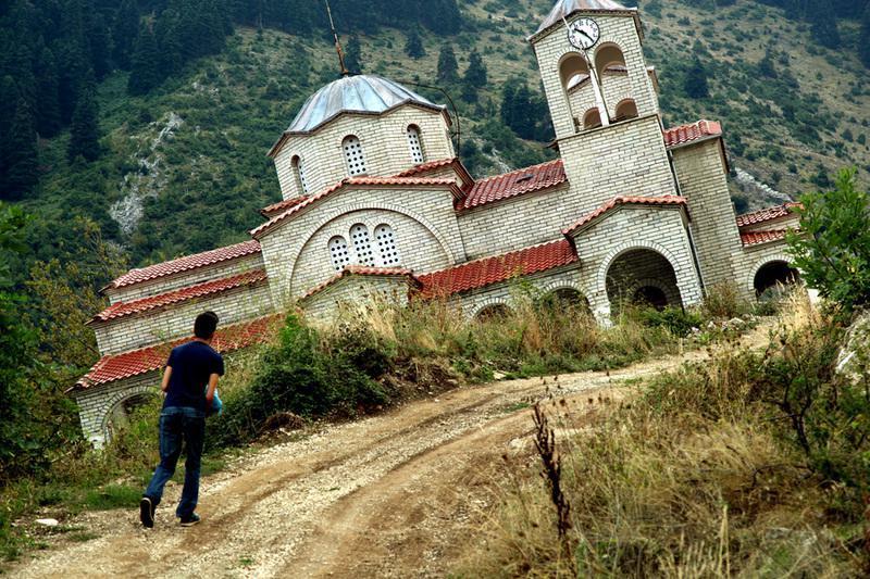 Ροπωτό Τρικάλων: Το χωριό φάντασμα που έχει «ρουφήξει» η γη