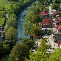 Βοβούσα: Το όμορφο ελληνικό χωριό που χωρίζεται στα δύο από ένα ποτάμι
