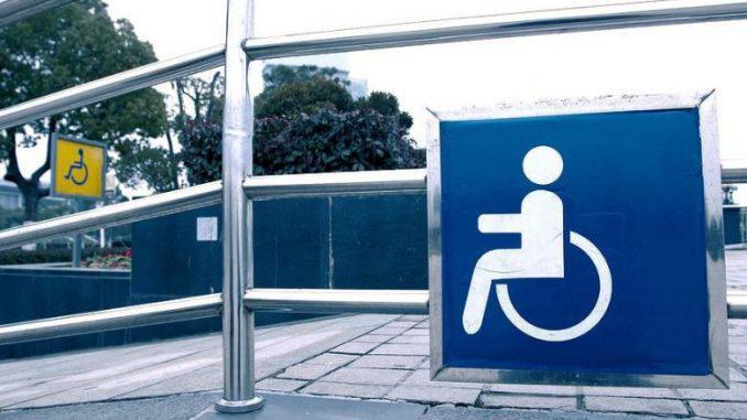 Τρίκαλα: Τοποθέτησαν ράμπες και τουαλέτες ΑμεΑ σε 92 σχολεία