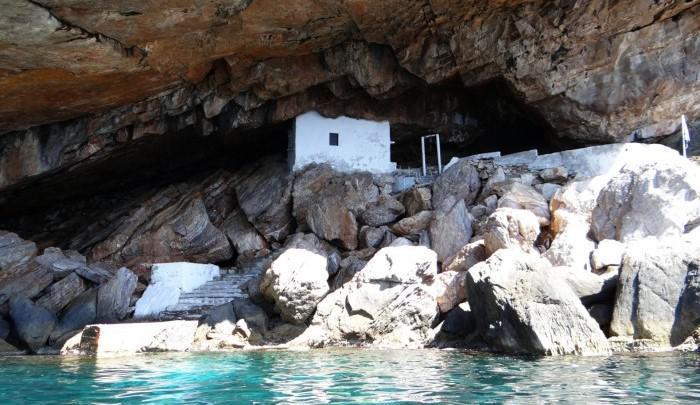 Ένα ελληνικό εκκλησάκι στη λίστα με τους 10 καλύτερους ναούς του κόσμου μέσα σε σπηλιά