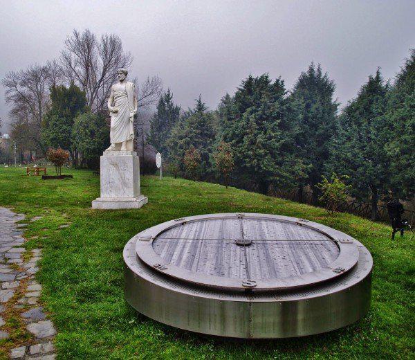 Όλοι Οι Νόμοι Της Φυσικής Του Αριστοτέλη Βρίσκονται Μέσα σ' ένα Υπέροχο Πάρκο Στη Χαλκιδική