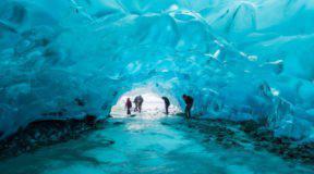 Το θαύμα της φύσης με τις παγωμένες σπηλιές στην Αλάσκα!