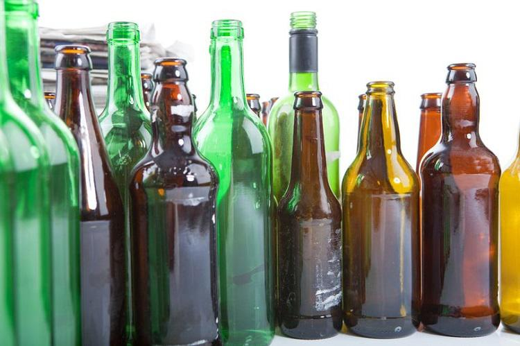 Γιατί τα μπουκάλια της μπύρας είναι πράσινα ή καφέ και ποτέ διάφανα;