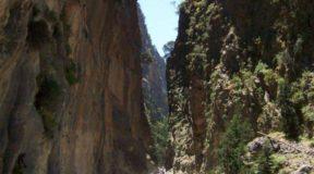 Αγία Ρουμέλη: Το απομονωμένο χωριουδάκι που για να πας πρέπει να διασχίσεις το μακρύτερο φαράγγι της χώρας